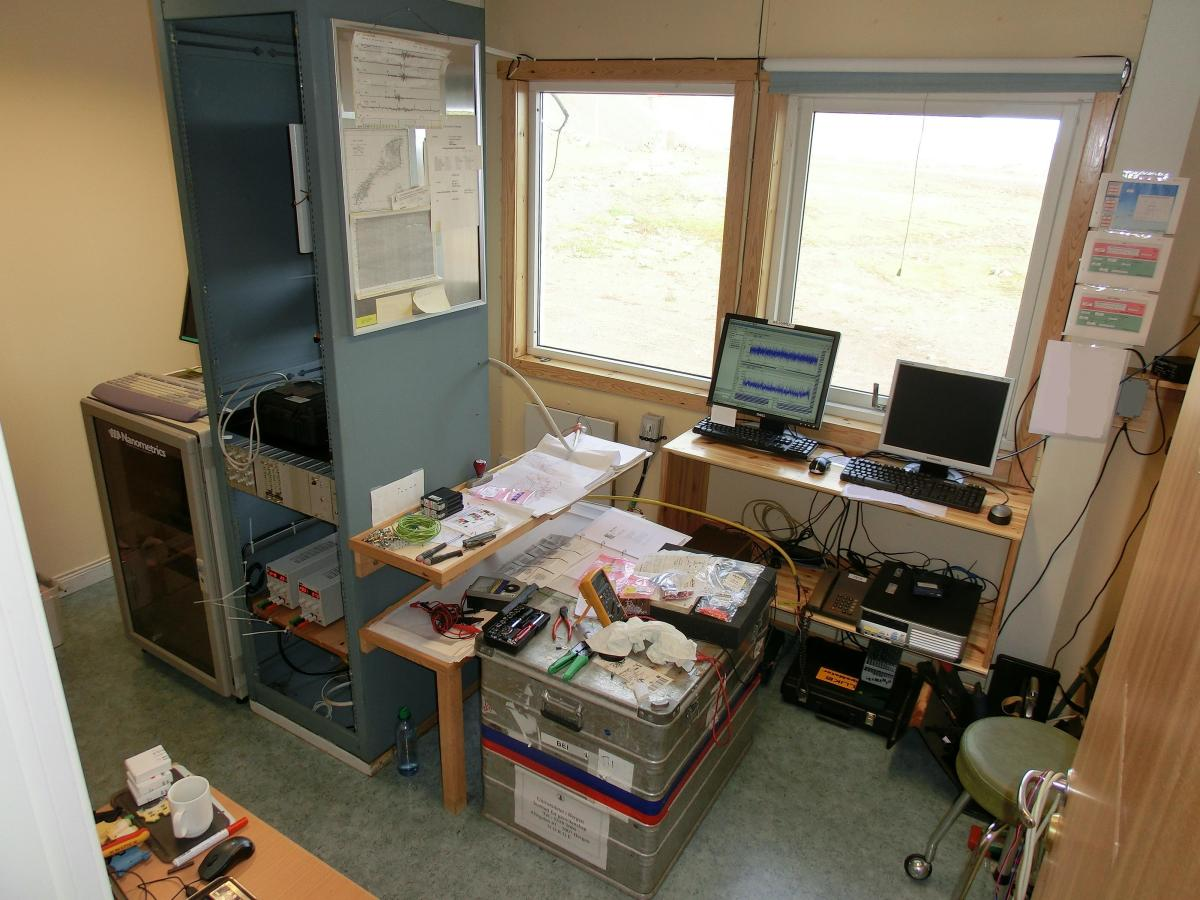 Click to open Jan Mayen base instrument room photo album.